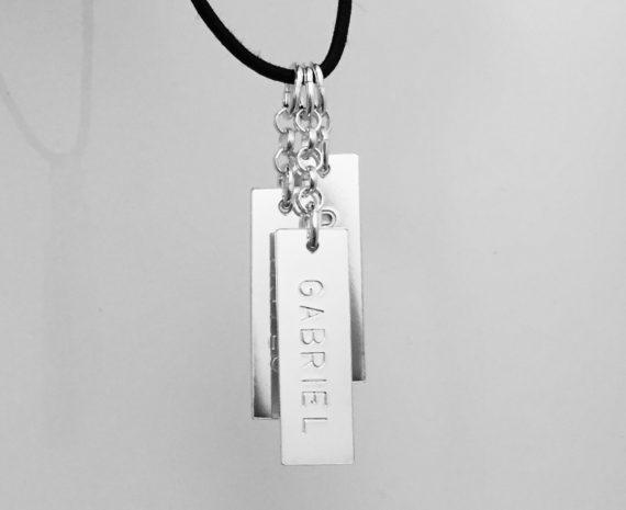 halsband med namnbricka