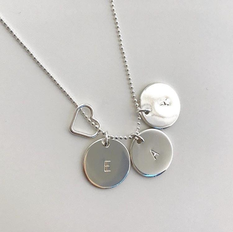 Coin namnhalsband Svensktillverkade namnsmycken  5586a960ba4c0