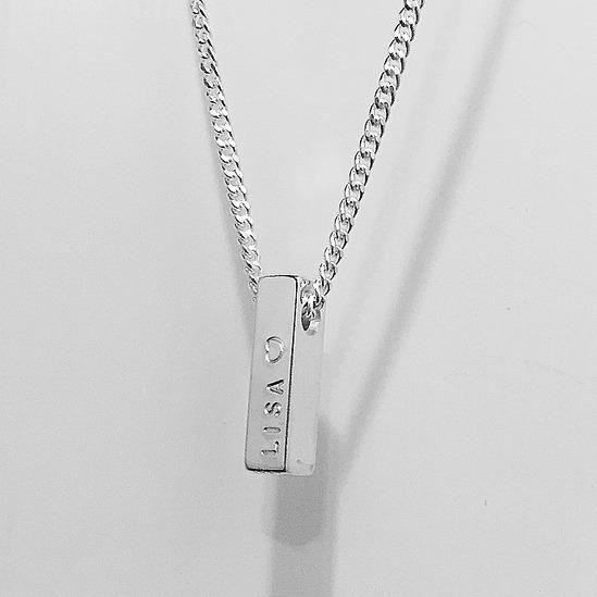 Namnstav Tegel i äkta silver med plats för fyra namn - Namnsmycken.com 6a479fe59c7be