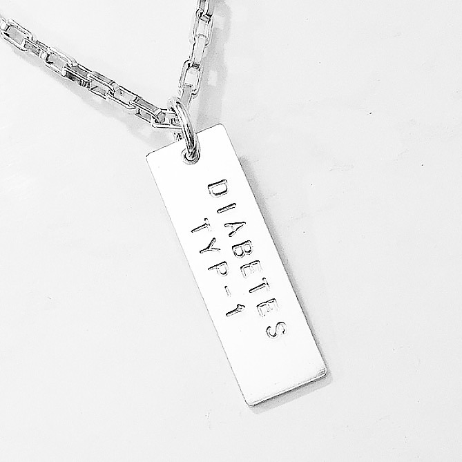 halsband silver med text
