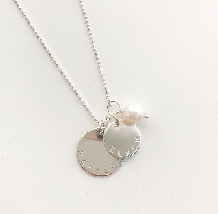 namnsmycke coin med pärla