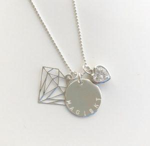 namnhalsband med diamant