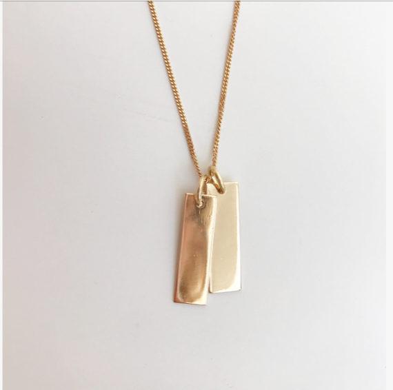 namnbricka till halsband i 18K guld namnhalsband