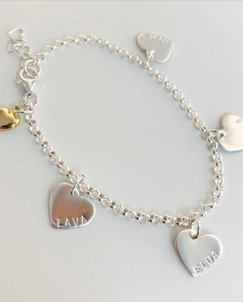 armband med hjärtan