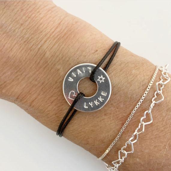 Oui armband med namn